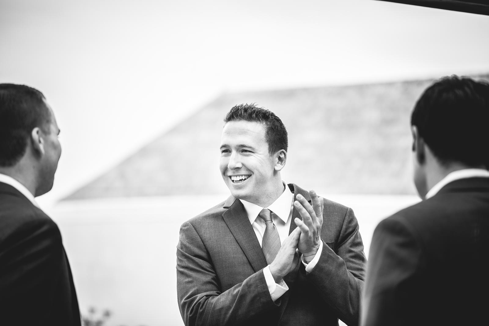 007-wedding-groom-clapping-hands